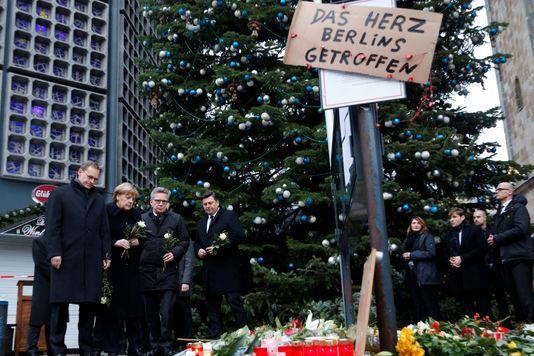La politique d'accueil de la chancelière allemande est de nouveau attaquée par l'extrême droite et l'aile droite de sa majorité.
