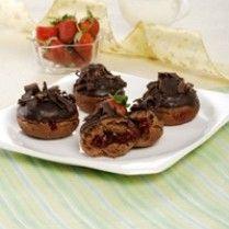 DONAT MINI BLACKFOREST http://www.sajiansedap.com/recipe/detail/4218/donat-mini-blackforest