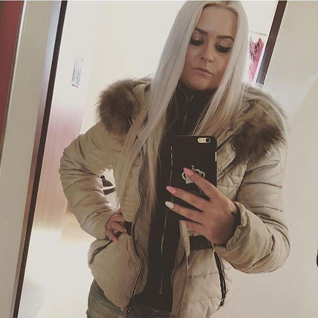 @danusqaaa #nickelson #jacke #jacket #downjacket #daunenjacke #winterjacke #winter #cold #mantel #daunenmantel #downcoat #moncler #doundoune #jas #jassen #winterjas #coat #colors #girl #women #fashion #brands #pufferjacket #love #style #dress #cute #beautiful #shopping