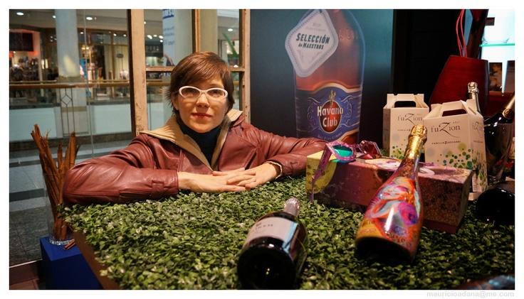 Mariana Martínez en tienda El Mundo del Vino de Alto Las Condes