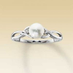 A pearl instead of a diamond - beautiful!