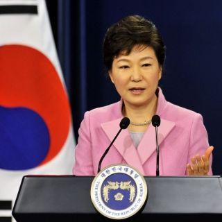 PT EQUITYWORLD: Presiden korsel Park Geun-hye Dilengserkan Karena Melanggar Konstitusi