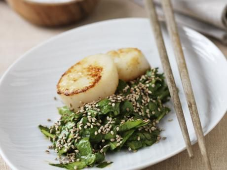 Japanese spinach salad with scallops