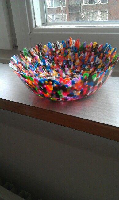 Skål av smälta pärlor. Toddler craft, made by a 3 years old girl.
