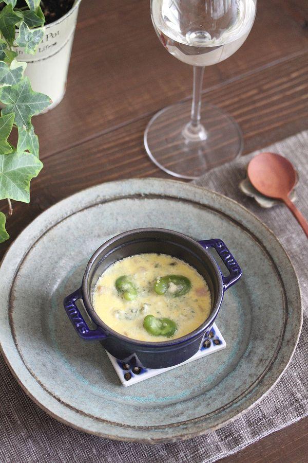 そらまめとブルーチーズのフラン by 星野奈々子 / 旬のそらまめを使ったフラン(洋風茶碗蒸し)です。温かいままでも、冷めても美味しくいただくことができます。ブルーチーズはピザ用のとろけるチーズなどでも代用出来ます。 / Nadia