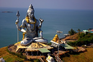 Eye level shot of Tallest Shiva statue by Prasanna Bhat -  Click on the image to enlarge.