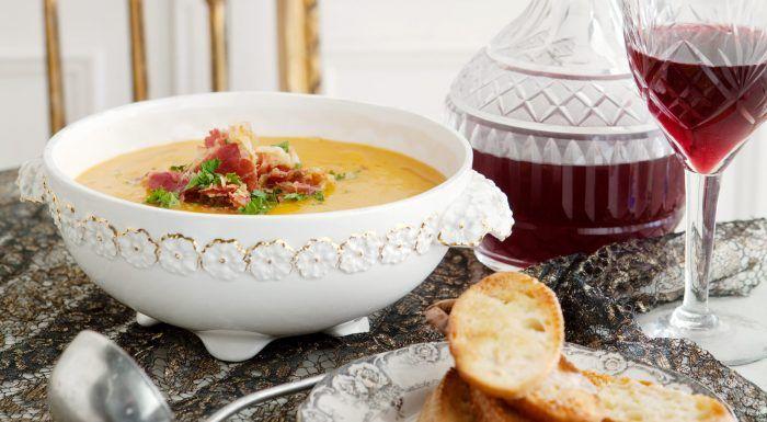 Soppa av rostad pumpa med pancettaströssel och krutonger