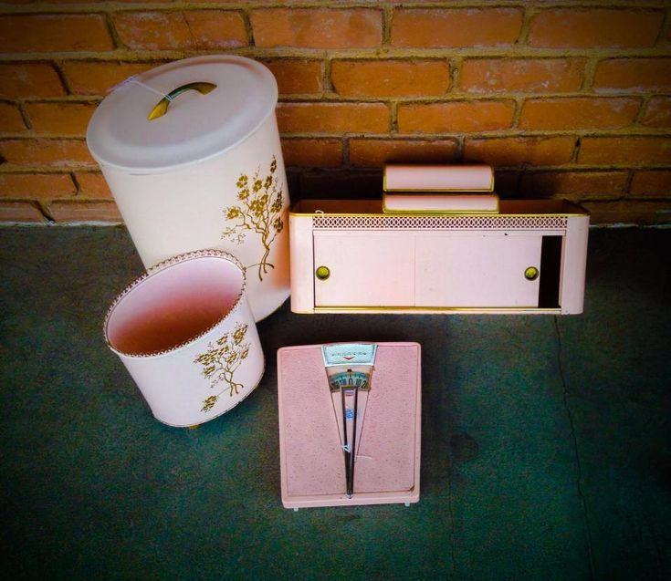 Looking to restore your bathroom in Mid-century pink or shabby chic? Or maybe you're an upcycler! This art deco pink bathroom set is for you. Hamper, waste basket, shelf and scale are available at Nido Vintage in Scottsdale. www.nidovintage.com #retro #vintage #upcycle #industrial #bathroom #restore #shabbychic #midcentury #scottsdale #nidovintage #nidovintagefurnishings #1950s #1960s #cherryblossom #giftoriginal
