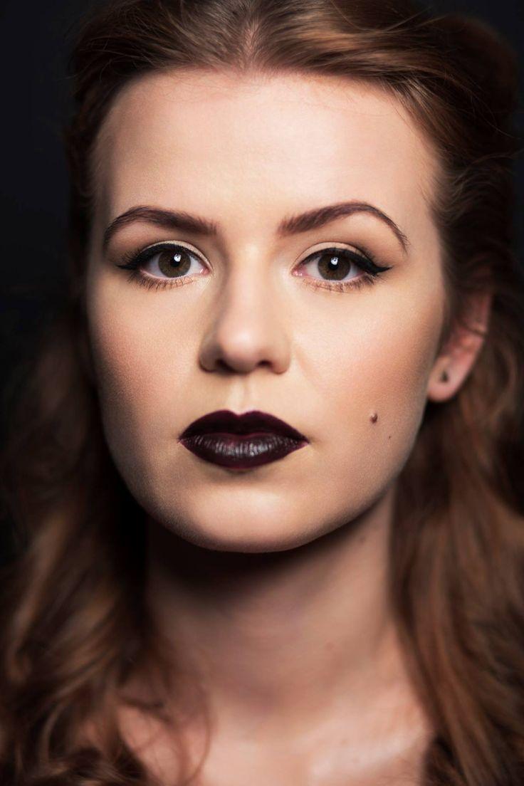 Oh, Glamour :)  Fotograf: Kamil A. Krajewski - Photography Hair: Stanisław Tomasz Dembiec Modelka: Dominika Brągiel