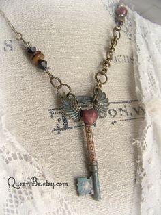 Ignoro davvero se tra le centinaia di antiche chiavi che da almeno un anno stazionavano nella mia terrazza vi sia anche quella della ...