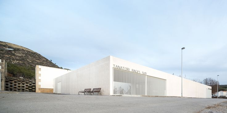 Tanatorio Sant Vicenç de Castellet, Plasencia Arquitectura, Barceló-Balanzó Arquitectes, Filippo Poli, Barcelona, Spanien