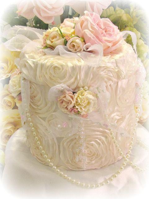 Love this pretty lace box! :)