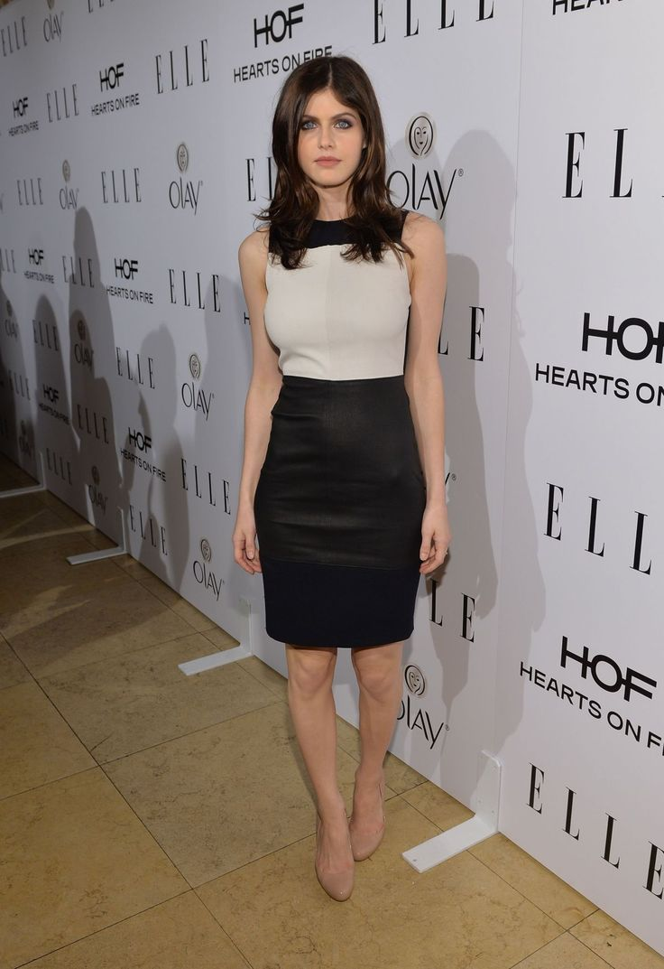 alexandra-daddario-at-elle-s-women-in-television-celebration-in-hollywood_5.jpg (1200×1751)