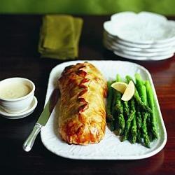 Fresh asparagus platter with lemon mayonnaise