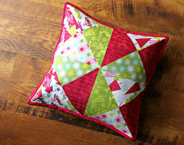 A Hip Holiday Patchwork Pillow  Tutorial : - Maureen Cracknell Handmade & 135 best A quilted cushion images on Pinterest | Cushions Pillow ... pillowsntoast.com