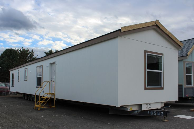 Hayfork 14 X 66 901 sqft Mobile Home | Our Woodburn, OR sales center delivers finely built Fleetwood Homes to Washington, Oregon, Idaho, Western Montana, Northern California, Northwest Nevada. Call us Today! 1-800-828-1713 | FactoryExpo.net