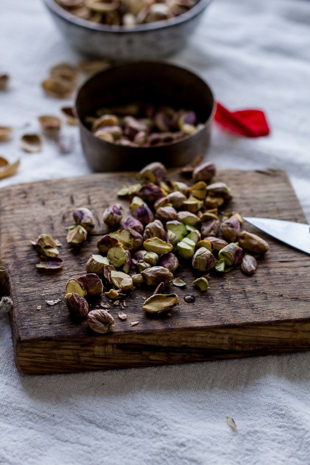 Rose water granola with pistachios and dates – :: readeat.pl