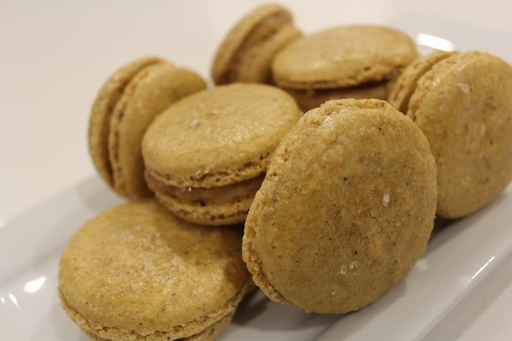 Sweet and salty treats   http://auberginearound.wordpress.com/2014/07/08/salted-caramel-macarons/