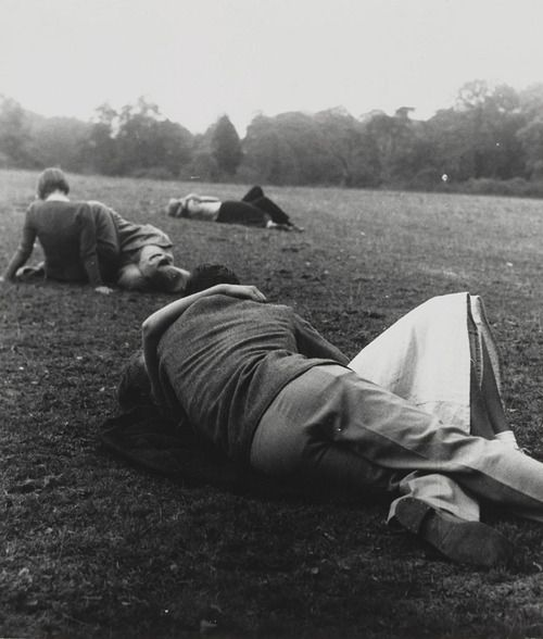 Evening in Kenwood ca.1934  Photo: Bill Brandt | kissing | park | kiss | couples | vintage | lovers | 1930's |