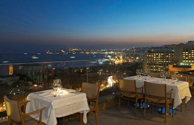 ''İstanbul'u panoramik izlemek istiyorum, aynı zamanda çok güzel yemekler yemek istiyorum!'' diyorsanız, ilk tercihiniz 1997 yılından beri hizmet veren Vogue Restaurant olmalı!   Kokteylleriyle ünlenmiş Vogue Restaurant, eşsiz atmosferi ile muhteşem bir deneyim vadediyor.