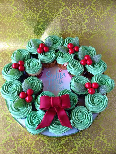 Christmas Wreath Cupcakes   Flickr - Photo Sharing!