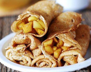Clatite umplute cu mere si scortisoara