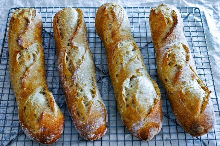 Lorsque j'ai commencé à faire mon pain de façon régulière, je considérais la baguette comme chasse gardée du boulanger : …