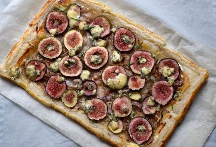 Vijgentaart met sjalotjes en blauwe kaas, een heerlijke verrassende combinatie! #food #chickslovefood #recept #figs