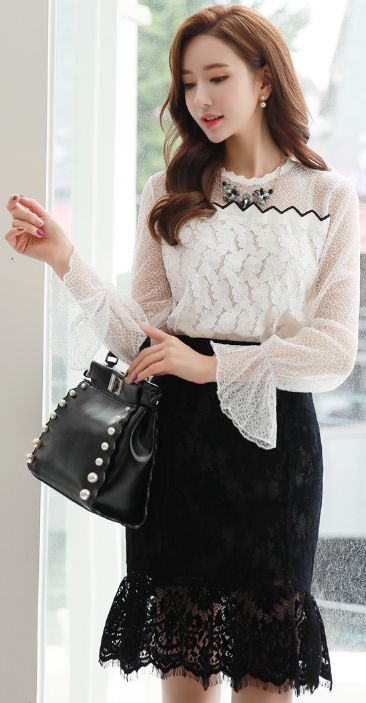 StyleOnme_Suede Lace Flounced Skirt #black #elegant #lace #koreanfashion #kstyle #kfashion #seoul #falltrend #skirt