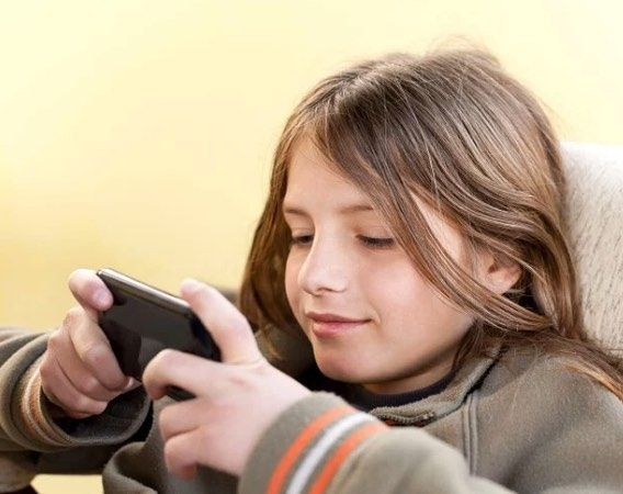 The average age for a child getting their first smartphone is now 10.3 years old according to an Influence Central report.  Another highlight says that 64% of kids have access to the Internet via their own laptop of tablet.  Are starting them too young? Not young enough? See the full story on the report through the link in our bio.  #smartphone #socialmedia #tech #laptops #study #technology by techcrunch