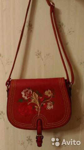 Абсолютно новая красная сумочка.