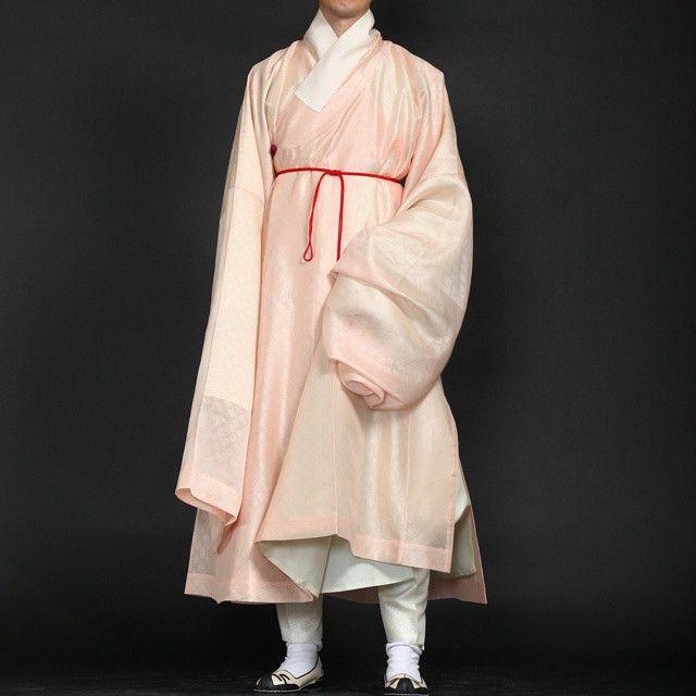 사골처럼 우려먹는  분홍도포 이게 끝.  봄날에 신상 홍색운문단도포입고 나들이 가야겄다.  #한복 #도포 #hanbok
