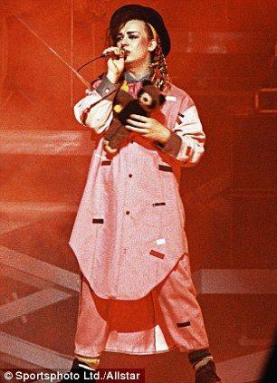Ber Ideen Zu Boy George Auf Pinterest Kulturverein David Bowie Und Adam Ant