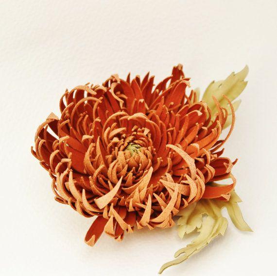 Broche en cuir, fleur cuir, chrysanthème orange, fleur orange, mariage d'automne