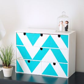 Ikea hack ! Make this chevron Moppe mini chest of drawers with this easy step by step tutorial (in French)