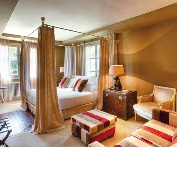 #интерьер #спальня #кровать #чемодан #кресло #подушки #шторы #дизайн #стиль #декор #пуф #instagram #interior #style #decor #design #bed #bedroom #room #pillow #bordo #curtains #chair #bag