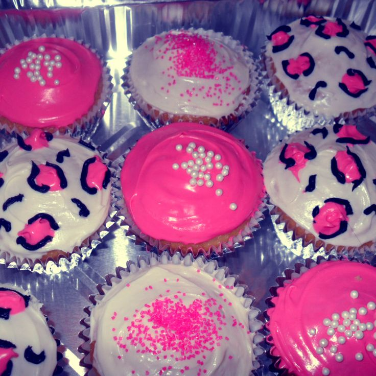 Hot Pink and Leopard Print Cupcakes - love the icing for a bachelorette or birthday party