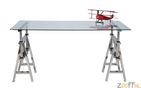 Kare Design Studio glazen tafel - De Kare Design Studio glazen tafel is een stijlvolle werktafel met in hoogte verstelbare roestvrijstalen schragen. De tafelhoogte kan worden ingesteld van 66 tot 86 centimeter. Daarnaast is de Studio glazen tafel voorzien van een tafelblad van veiligheidsglas. De ideale, verstelbare tafel om op te werken.