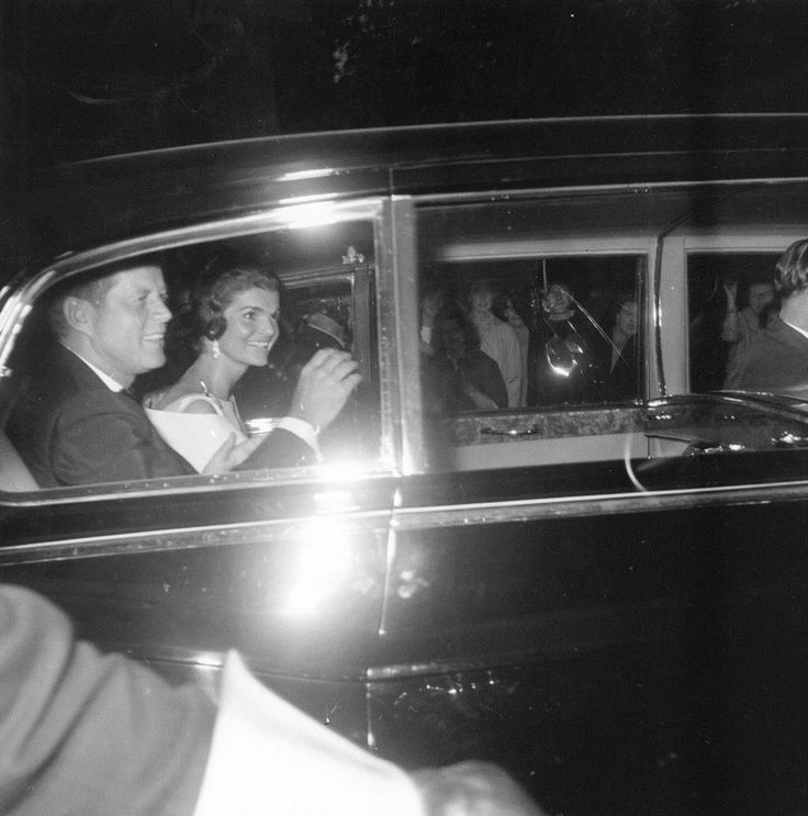 President John F. Kennedy arrives at 10 Downing St., in London, for dinner, with his wife Jacqueline Kennedy, during a visit to Great Britain, circa June 1961 .             ❤❤❤ ❤❤❤❤❤❤❤    http://en.wikipedia.org/wiki/John_F._Kennedy http://en.wikipedia.org/wiki/Jacqueline_Kennedy_Onassis
