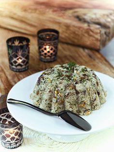 Ένα ιδιαίτερα γευστικό πιλάφι για το κυριακάτικο ή το γιορτινό τραπέζι σας από το εδεσματολόγιο της Πολίτικης κουζίνας.