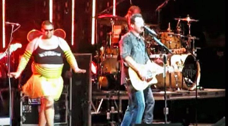 Country Music Lyrics - Quotes - Songs Brad paisley - Brad Paisley Surprises Blake Shelton With Hysterical Onstage Prank - Youtube Music Videos http://countryrebel.com/blogs/videos/17203451-blake-shelton-honey-bee-tour-prank-by-brad-paisley-video