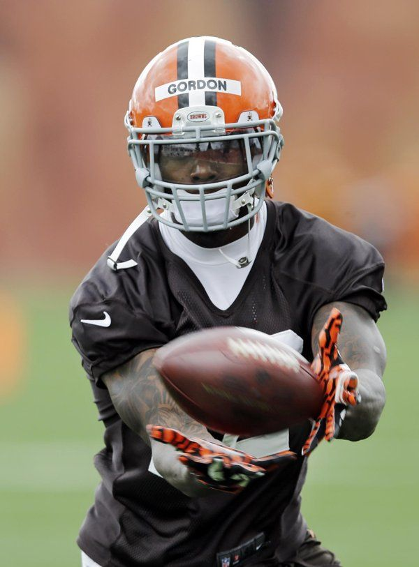 Johnny Manziel gets early glimpse of Browns futility with potential suspension of Josh Gordon