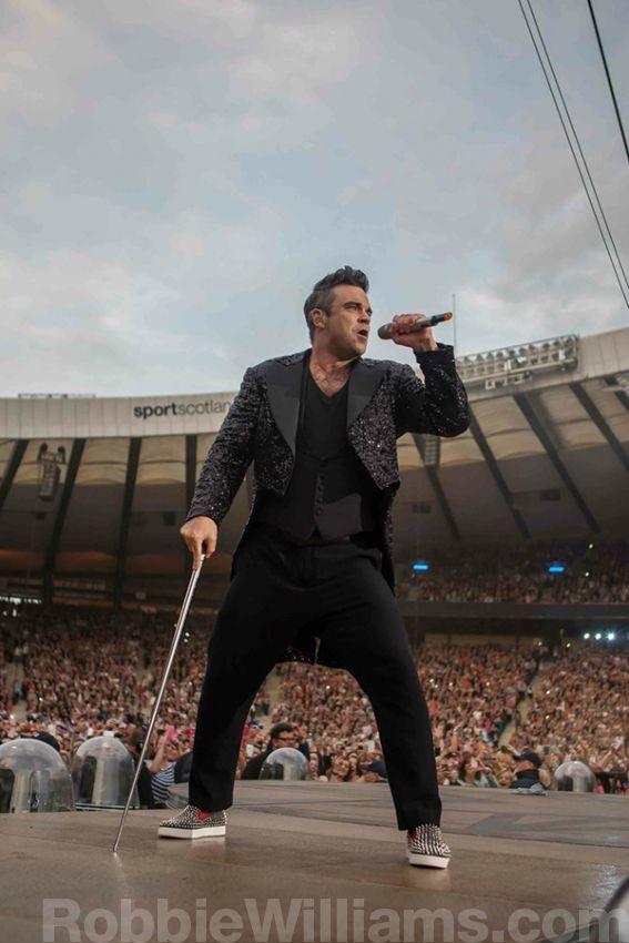 Take The Crown Stadium Tour 2013 | Glasgow | RobbieWilliams.com