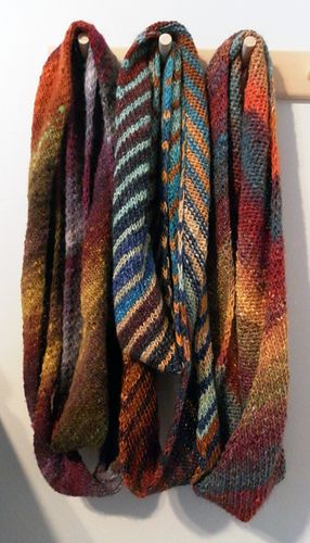 Ravelry: Ronbiais by Elizabeth Brassard - A really fast and easy scarf you'll finish in no time! Especially lovely when knitted with Noro yarns or with any handspun: it is perfect to show the beauty of a textured yarn.