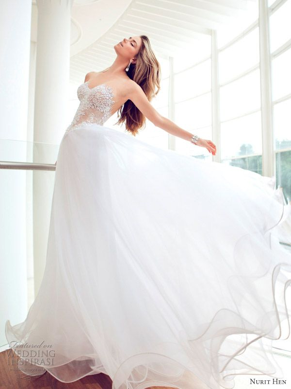 Strapless, Sweetheart neckline #Wedding #Dress ♡ How to plan a wedding app ... dress & veil styles guide ♡ https://itunes.apple.com/us/app/the-gold-wedding-planner/id498112599?ls=1=8 ♡ Weddings by Style & Colour ♡ http://www.pinterest.com/groomsandbrides/boards/