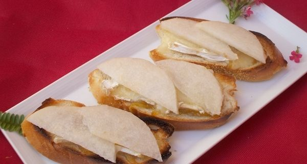 Part of my best bruschetta recipes, I bring together the creaminess of Brie with juicy tart Asian pear slices and place it atop slices of dense baguette.