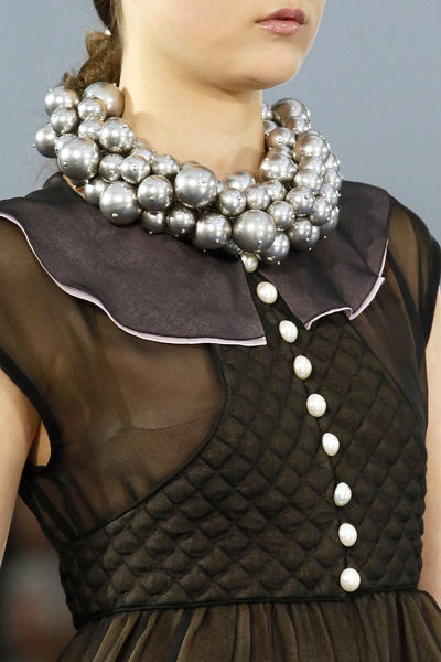 Glamouros necklace - trend summer 2013 - thin on neck- Chanel