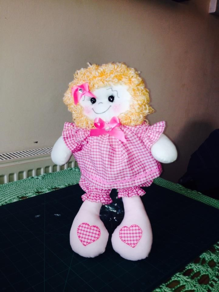 Boneca Emily-Cuddly soft bodied baby doll ,Suitable for all ages