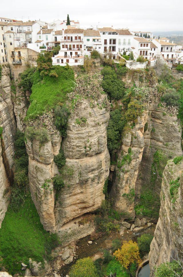 Miasteczko na skałach | dObraŻona w Maladze