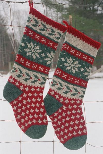 Holly Christmas Stocking Knitted Pattern: http://knitting.myfavoritecraft.org/christmas-stocking-patterns/